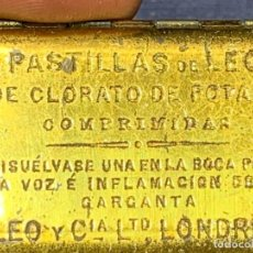 Antigüedades: CAJA PASTILLAS DE LEO CLORATO DE POTASA COMPRIMIDAS LONDRES PPIO S XX 1X4,5X3CMS. Lote 249105925