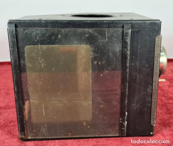 Antigüedades: LINTERNA MÁGICA. CAJA DE METAL. ESPEJOS INTERIORES Y LENTE. PRINCIPIOS SIGLO XX. - Foto 5 - 249443330