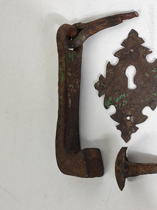 Antigüedades: Antigua Aldaba - Llamador - Picaporte y Bocallave - Hierro Forjado y Cincelado - S. XVII-XVIII - Foto 6 - 249524045