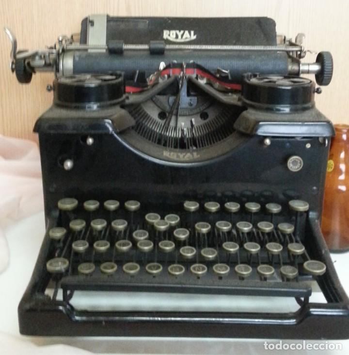 Antigüedades: Máquina de escribir antigua. Marca Royal. Old writing machine - Foto 2 - 250116005