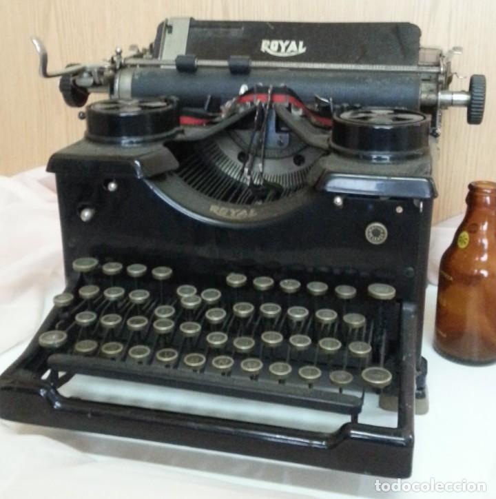 Antigüedades: Máquina de escribir antigua. Marca Royal. Old writing machine - Foto 3 - 250116005