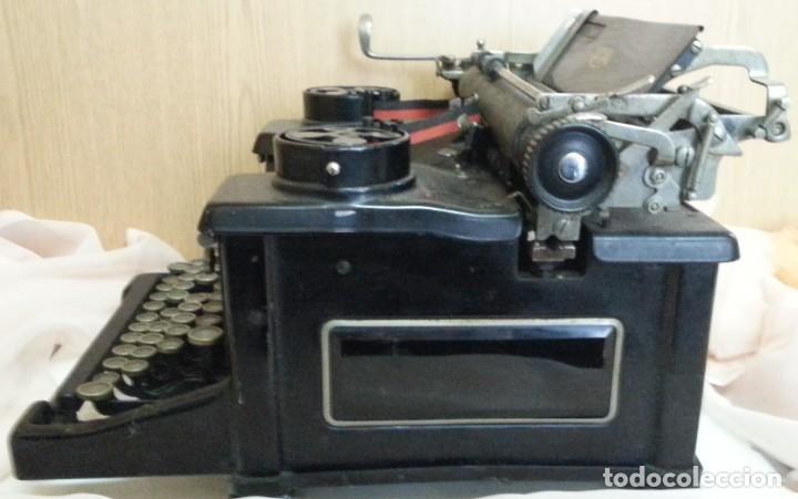 Antigüedades: Máquina de escribir antigua. Marca Royal. Old writing machine - Foto 4 - 250116005