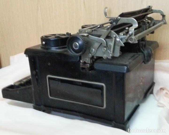 Antigüedades: Máquina de escribir antigua. Marca Royal. Old writing machine - Foto 5 - 250116005