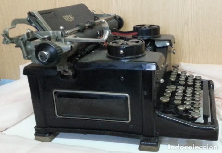 Antigüedades: Máquina de escribir antigua. Marca Royal. Old writing machine - Foto 7 - 250116005
