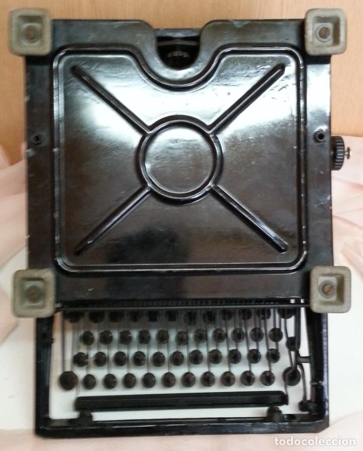 Antigüedades: Máquina de escribir antigua. Marca Royal. Old writing machine - Foto 8 - 250116005