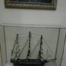 Antigüedades: EXCELENTE URNA CON MAQUETA BARCO ANTIGUO. Lote 250218595