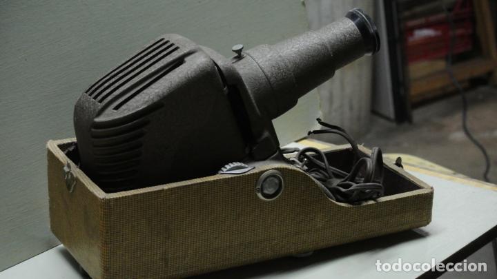 Antigüedades: Antiguo Proyector. Marca Reflex .Chicago - Foto 3 - 251077750