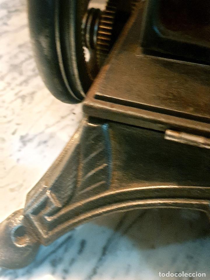 Antigüedades: ANTIGUA MÁQUINA DE COSER PEQUEÑA EN HIERRO COLADO - Foto 24 - 251082610