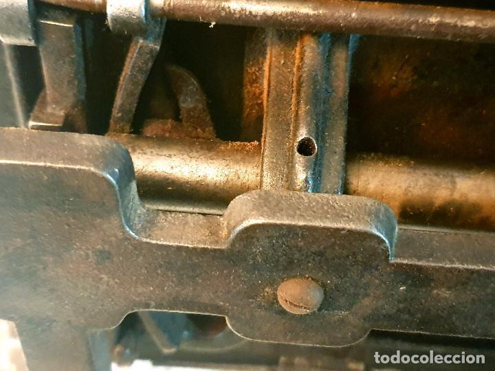 Antigüedades: ANTIGUA MÁQUINA DE COSER PEQUEÑA EN HIERRO COLADO - Foto 33 - 251082610