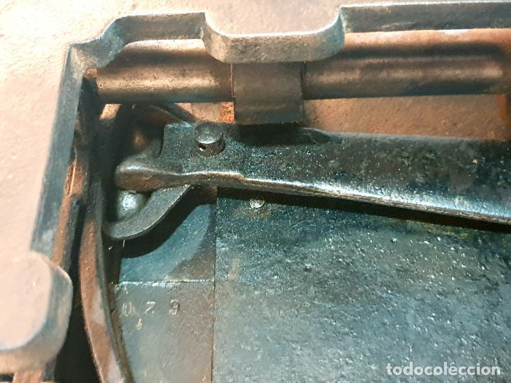 Antigüedades: ANTIGUA MÁQUINA DE COSER PEQUEÑA EN HIERRO COLADO - Foto 35 - 251082610