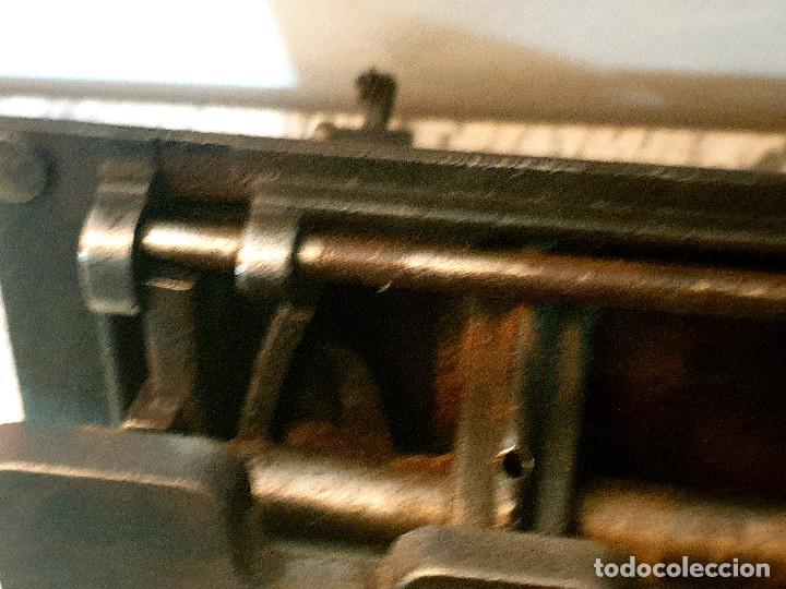 Antigüedades: ANTIGUA MÁQUINA DE COSER PEQUEÑA EN HIERRO COLADO - Foto 38 - 251082610
