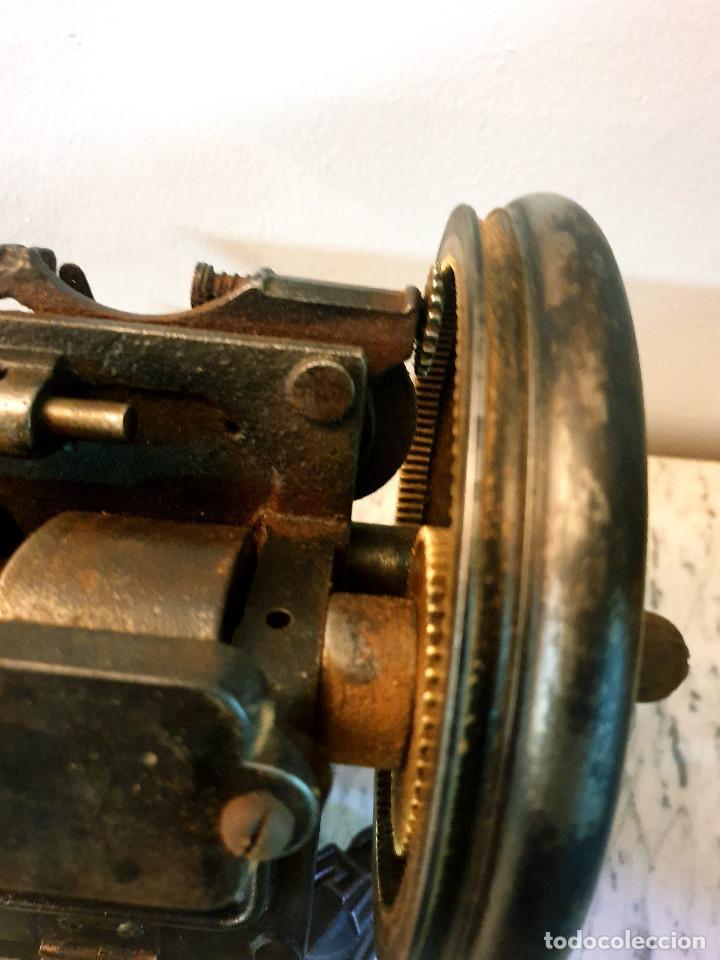 Antigüedades: ANTIGUA MÁQUINA DE COSER PEQUEÑA EN HIERRO COLADO - Foto 40 - 251082610