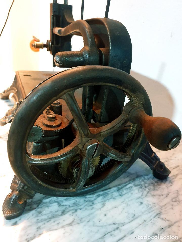 Antigüedades: ANTIGUA MÁQUINA DE COSER PEQUEÑA EN HIERRO COLADO - Foto 45 - 251082610