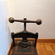 Antigüedades: MUY ANTIGUA PRENSA DE LIBROS PRINCIPIOS SIGLO XX ADQUIRIDA EN IMPRENTA ANTIGUA POR CIERRE.. Lote 251640365