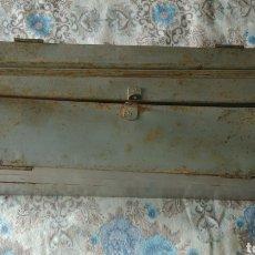 Antiquités: CAJA DE HERRAMIENTAS METALICA VINTAGE ( AÑOS 60). Lote 251837615