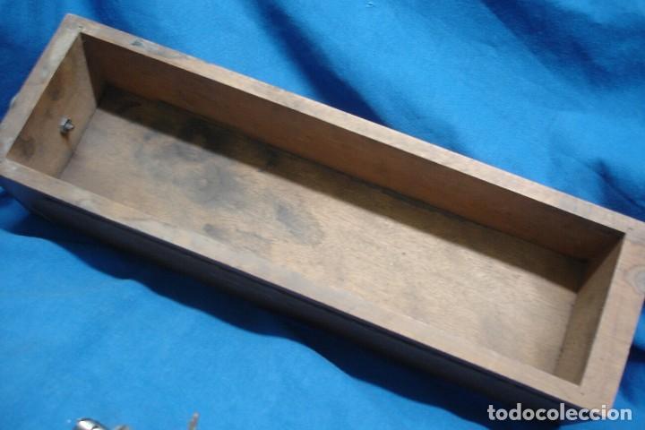 Antigüedades: CAJÓN DE MUEBLE MÁQUINA DE COSER Y ACCESORIOS - Foto 5 - 262683905