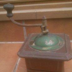 Antigüedades: MOLINO PARA MOLER EL GRANO DE CAFE MOLINILLO ELMA DE METAL CHAPA. Lote 251917420