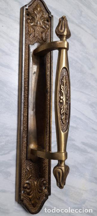 Antigüedades: Gran tirador de puerta en bronce 28cm - Foto 3 - 251937000