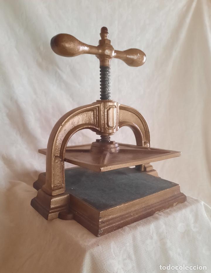 ANTIGUA PRENSA DE ENCUADERNACIÓN. (Antigüedades - Técnicas - Herramientas Profesionales - Imprenta)