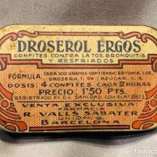 Antiquités: RARA ANTIGUA CAJA DE METAL. DROSEROL ERGOS. CONFITES. HOMEOPATÍA. BARCELONA.1928. Lote 252419630