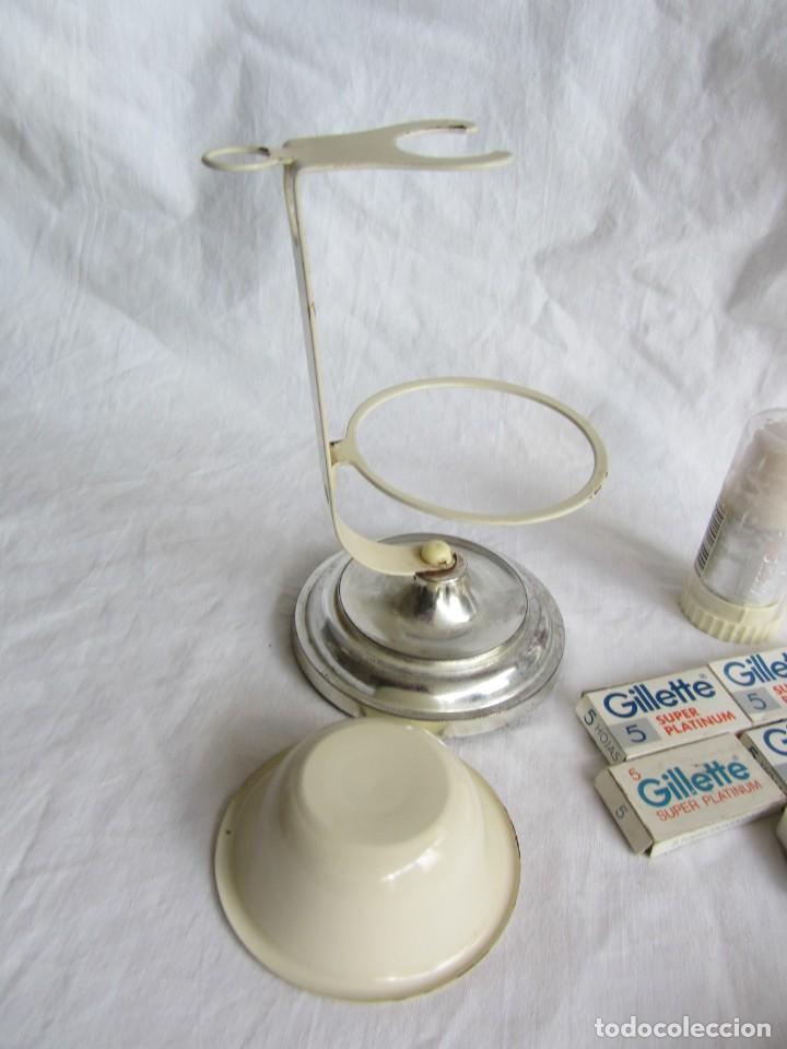 Antigüedades: Juego de afeitar hierro esmaltado, brocha y jabón, maquinilla y hojas Guillette - Foto 11 - 252500330