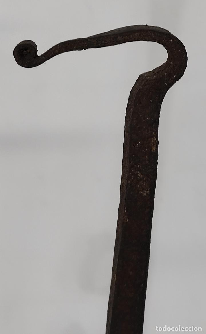 Antigüedades: Antigua Pareja de Morillos Barrocos - Hierro Forjado - S. XVIII - Foto 4 - 252583680