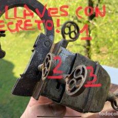 Antiquités: ESPECTACULAR GRANDE CANDADO ANTIGUO DE HIERRO CON 4 LLAVES, PARA 4 CERRADURAS OCULTAS.. Lote 252625080