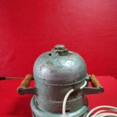 Antigüedades: ANTIGUA LIJADORA DE CARPINTERO, DE OLLA PESA 18 KG. Lote 252665505