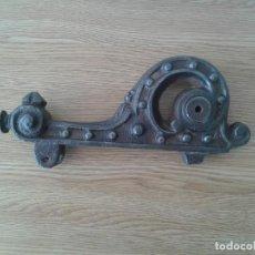 Antigüedades: ANTIGUO LLAMADOR PICAPORTE ALDABA HIERRO COLADO. Lote 252770865