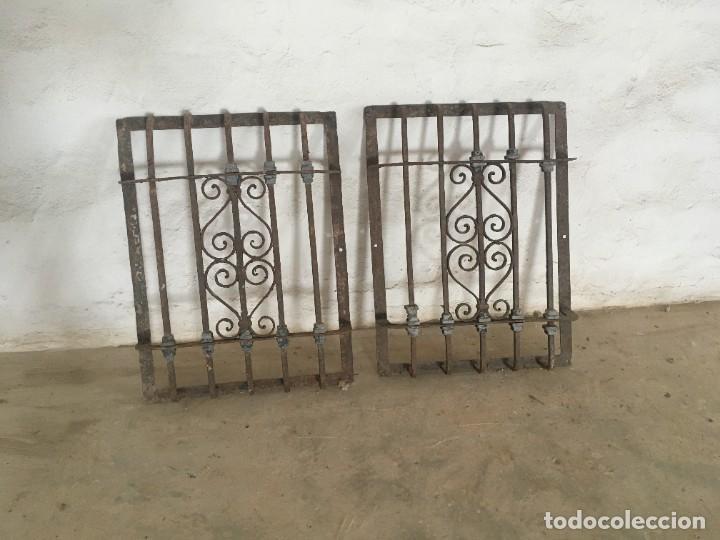 IMPRESIONANTES REJAS DE VENTANA MUY ANTIGUAS EN HIERRO DE FORJA (Antigüedades - Técnicas - Cerrajería y Forja - Forjas Antiguas)