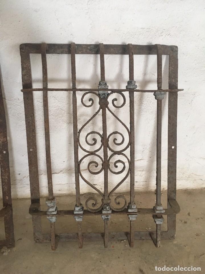 Antigüedades: IMPRESIONANTES REJAS DE VENTANA MUY ANTIGUAS EN HIERRO DE FORJA - Foto 3 - 252824620