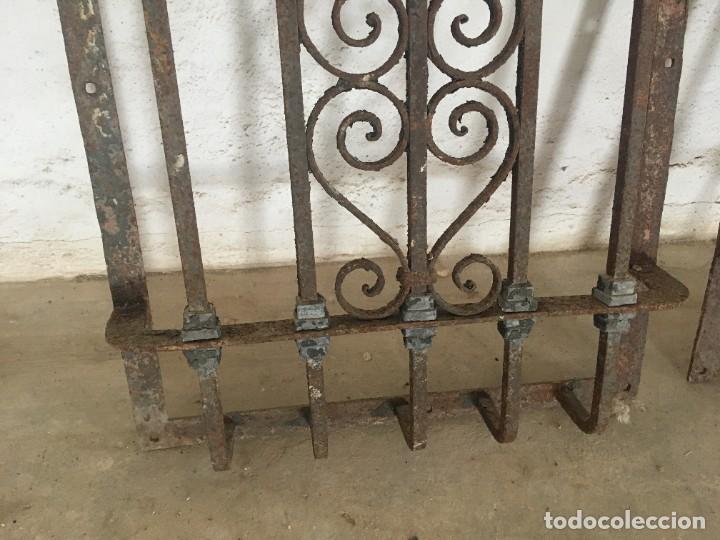 Antigüedades: IMPRESIONANTES REJAS DE VENTANA MUY ANTIGUAS EN HIERRO DE FORJA - Foto 9 - 252824620