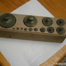 Antigüedades: JUEGO DE 10 PESAS, AÑOS 50/60.. Lote 252841230