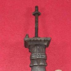 Antigüedades: ALDABA , LLAMADOR EN FORMA DE MANO. Lote 252846065