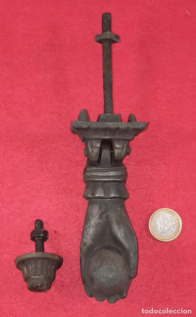 Antigüedades: ALDABA , LLAMADOR EN FORMA DE MANO - Foto 4 - 252846065