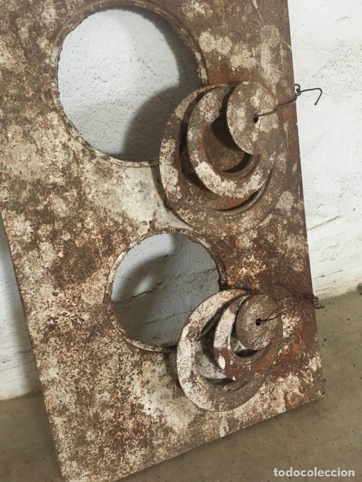 Antigüedades: TAPA DE HIERRO DE COCINA ECONÓMICA CON AROS INCLUIDOS - Foto 2 - 252858055