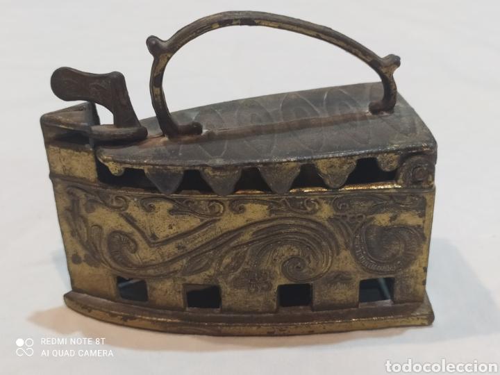 BONITA PLANCHA DE BRONCE DECORATIVA (Antigüedades - Técnicas - Planchas Antiguas - Carbón)