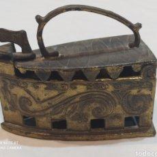 Antigüedades: BONITA PLANCHA DE BRONCE DECORATIVA. Lote 253079570