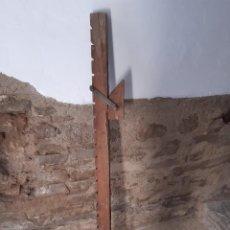 Antigüedades: TORNO DE MADERA PARA CARPINTERIA. Lote 253095740