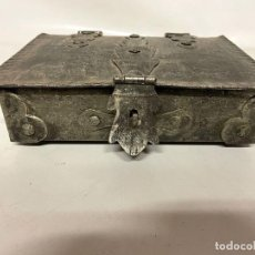 Antigüedades: ANTIGUA CAJA DE HIERRO FORJADO - PRINCIPIOS S. XX. Lote 253179890