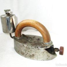 Antigüedades: ANTIGUA Y MUY RARA PLANCHA FELTUS A GASOLINA O ALCOHOL.. Lote 253192460