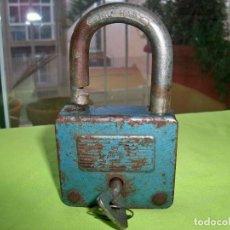 Antigüedades: ANTIGUO CANDADO BN STAL-HART. CON LLAVE FUNCIONANDO. Lote 253360625