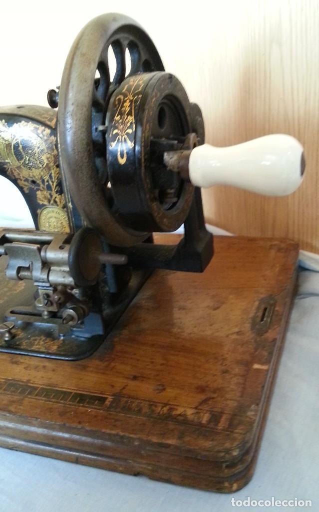 Antigüedades: Máquina de coser antigua marca Frister & Rossmann. - Foto 10 - 253565500
