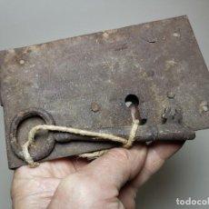 Antigüedades: CERRADURA FORJA SIGLO XIX -CON SU LLAVE-------REF-MO. Lote 253810580