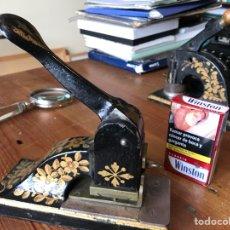 Antiguidades: PRENSA DE SELLO SECO PARA IMPRIMIR PAPEL. Lote 253812800