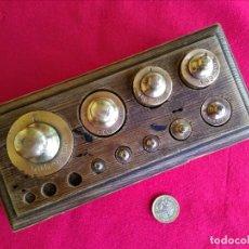 Antigüedades: JUEGO DE PESAS DE BRONCE. Lote 253996590