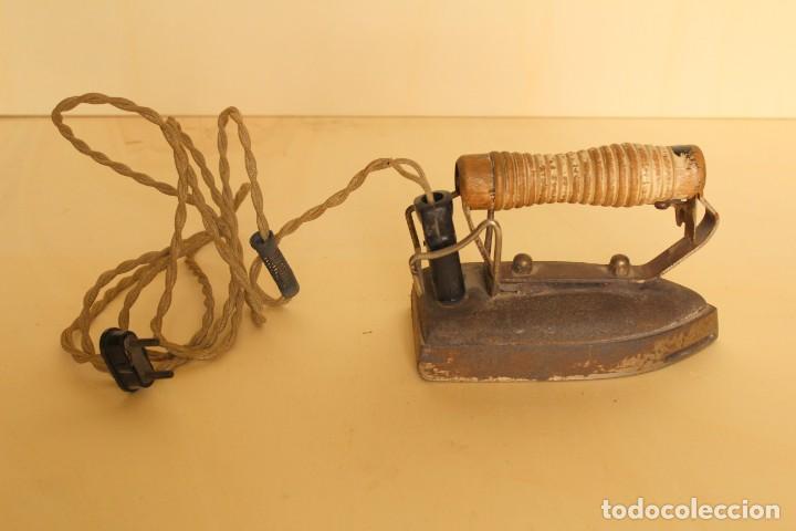 Antigüedades: ANTIGUA PLANCHA ELECTRICA - Foto 2 - 254155330