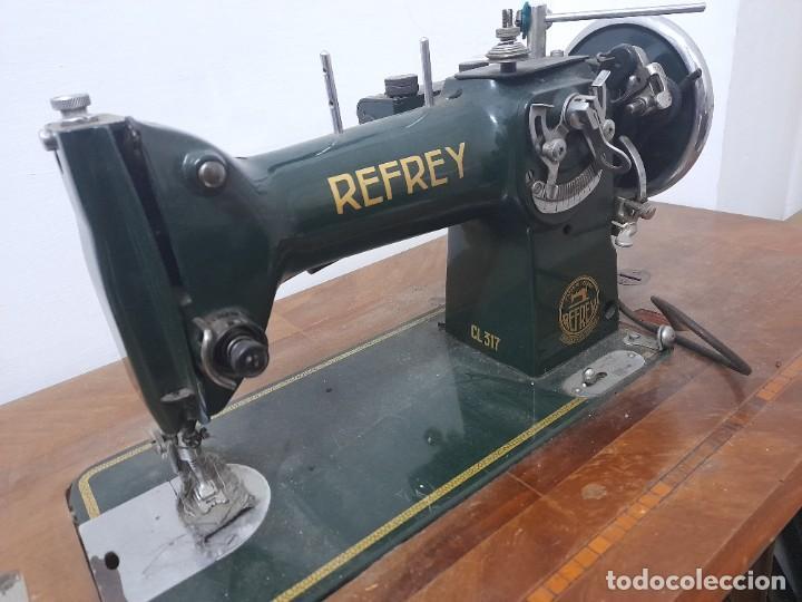 MAQUINA DE COSER REFREY CL317 CON MUEBLE Y PEDAL DE ORIGEN (Antigüedades - Técnicas - Máquinas de Coser Antiguas - Refrey)