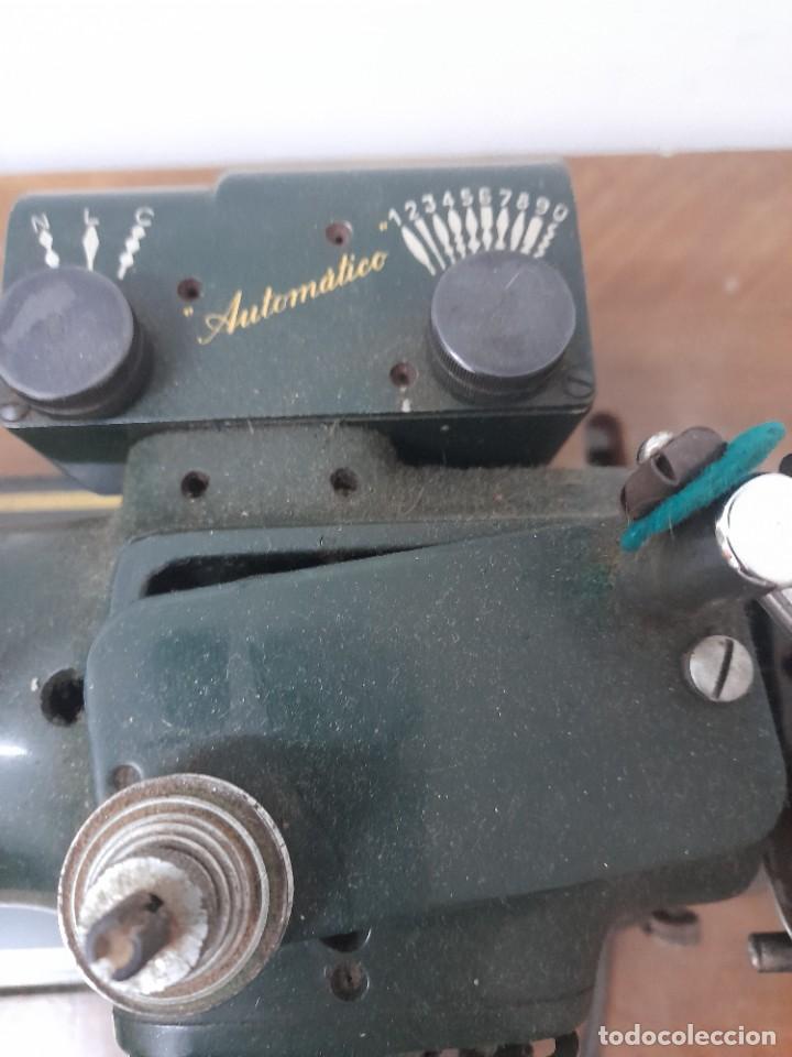 Antigüedades: Maquina de coser refrey cl317 con mueble y pedal de origen - Foto 5 - 254255885