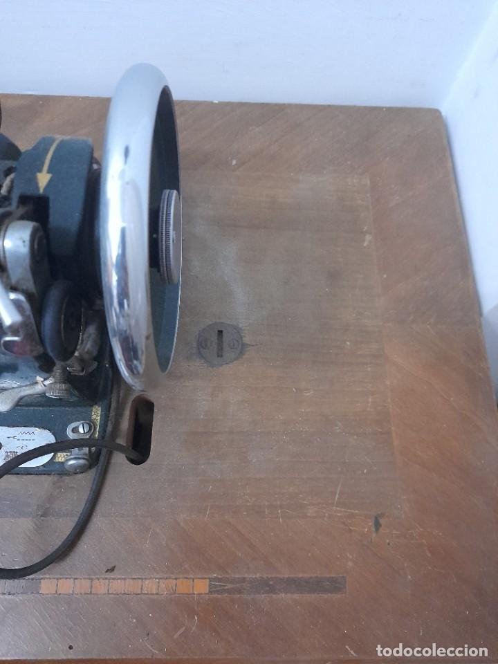 Antigüedades: Maquina de coser refrey cl317 con mueble y pedal de origen - Foto 9 - 254255885
